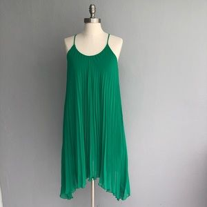 H&M size 4 green pleated sleeveless dress